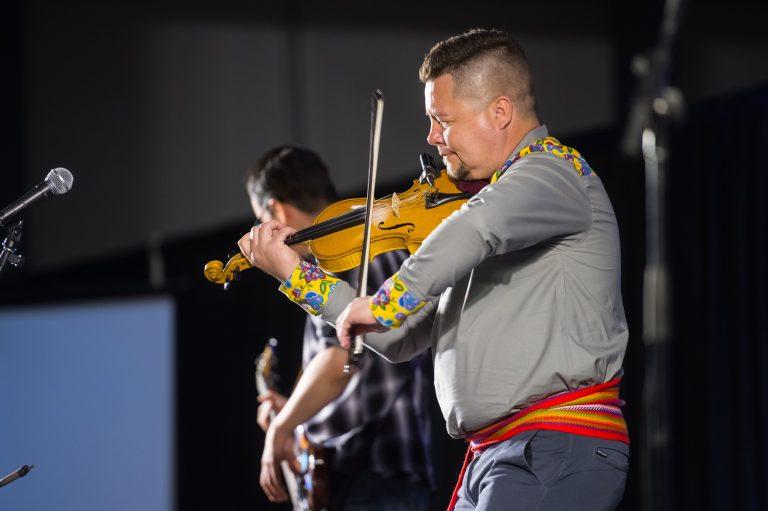 Métis fiddler